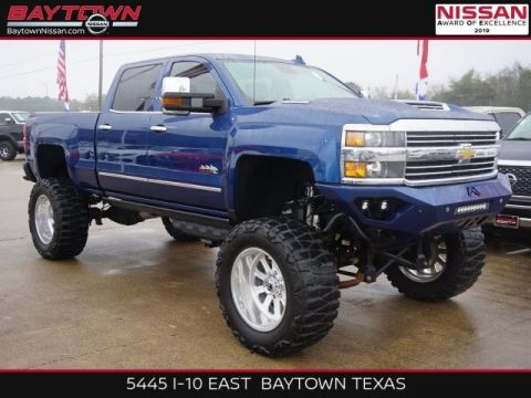 Pre-Owned 2017 Chevrolet Silverado 2500HD High Country 4WD 4D Crew Cab